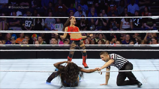 Brie Bella vs. Naomi - Smackdown
