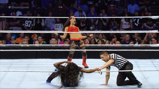 Brie Bella vs. Naomi - Smackdown